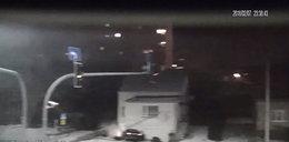 Pijany kierowca jechał pod prąd. Uderzył w dom. Film szokuje