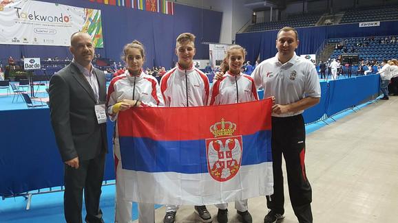 Tekvondisti se vraćaju kući sa šest medalja
