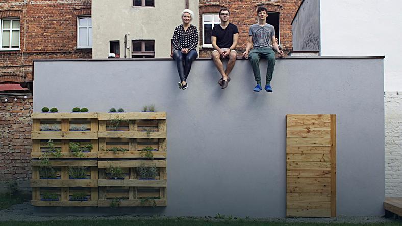 Meble Z Palet Na Balkon I Do Ogrodu Stolik Sofa I Kwietnik