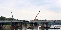 Nasuwają nowy most. Kierowcy mają przejechać na początku listopada.