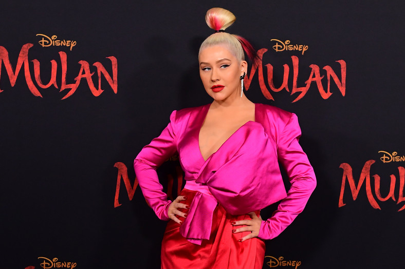 "Christina Aguilera podczas premiery filmu ""Mulan"" W Dolby Theatre w Hollywood w Los Angeles"