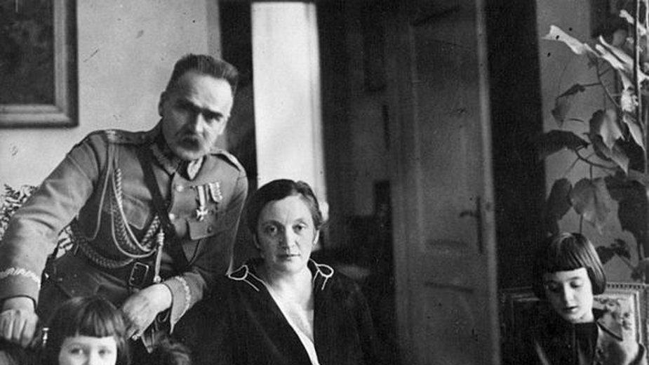 Józef Piłsudski z rodziną - domena publiczna