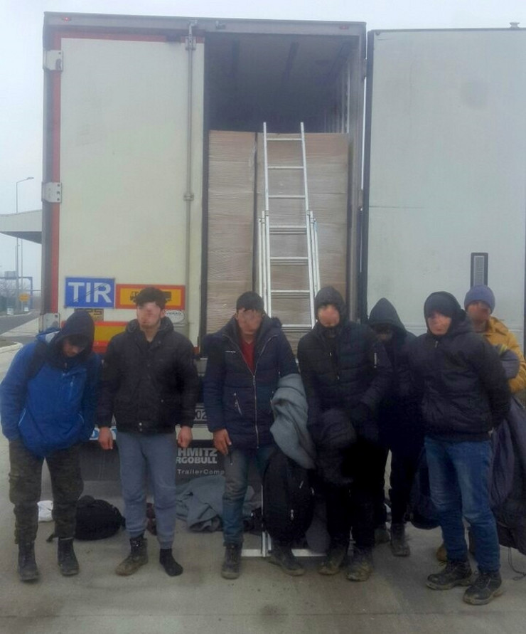 Sedam ilegalaca spaseno iz hladnjace 09 02 2019 Batrovci