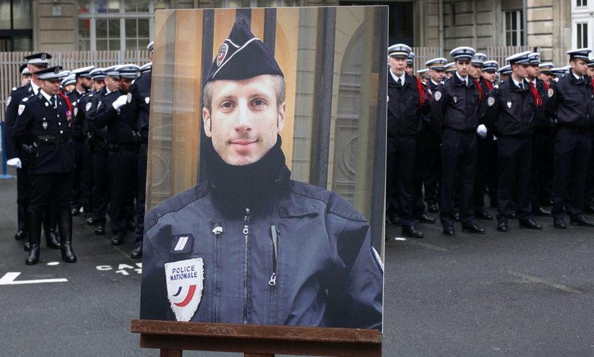 Partner zabitego policjanta wziął z nim pośmiertny ślub. Specyficzna ceremonia we Francji