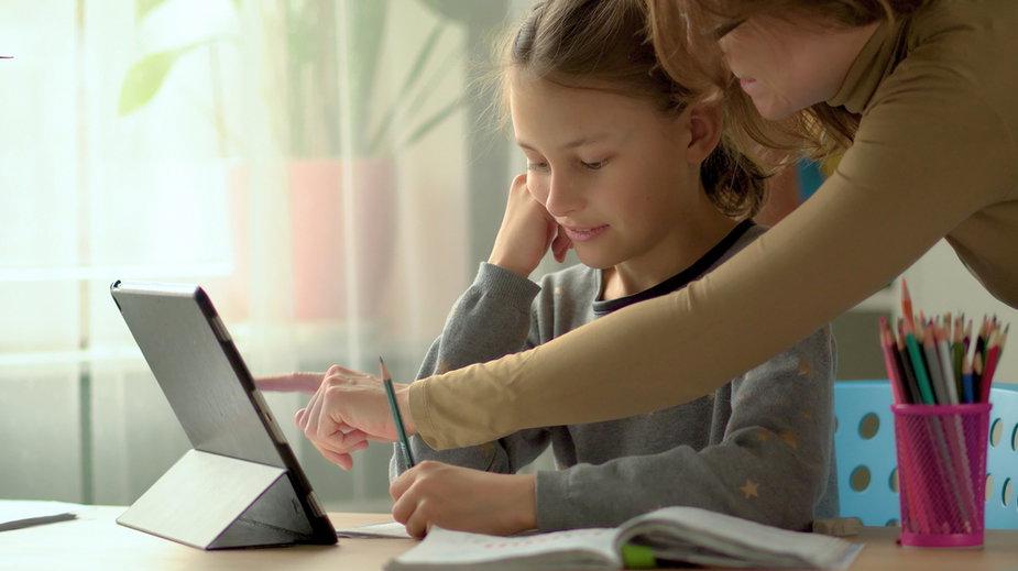 Nauka zdalna w szkołach i przedszkolach przedłużona