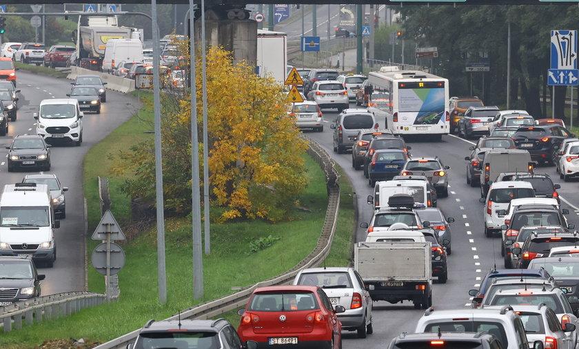 Obowiązkowe ubezpieczenie OC jest coraz droższe, a przed nami dalsze wzrosty i możliwy skokowy wzrost cen dla milionów polskich kierowców.