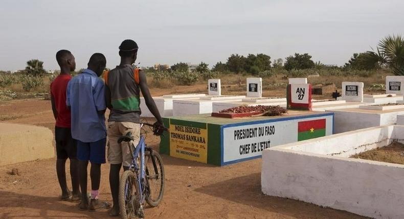 Boys stand next to the grave of former president Thomas Sankara in Ouagadougou, Burkina Faso, November 25, 2014. REUTERS/Joe Penney