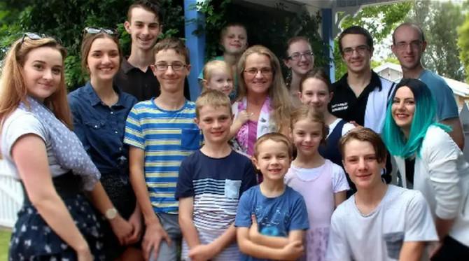 Mmaa Dženi Bonel sa suprugom i 16- dece