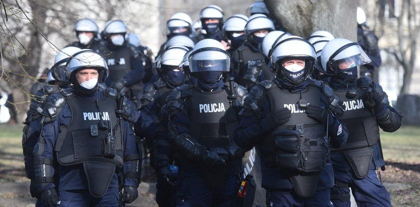 Policjanci nie będą już anonimowi podczas demonstracji? Identyfikatory mają być obowiązkowe
