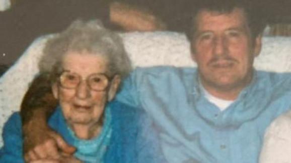 Albertova baka po ocu Bel Karlou imala je preko 90 godina kada su se upoznali