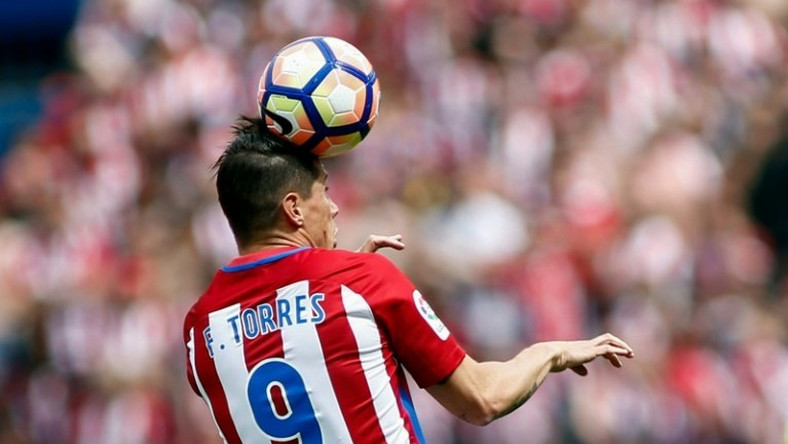 Atletico de Madrid's forward Fernando Torres heads the ball against Athletic Bilbao at the Vicente Calderon stadium in Madrid on May 21, 2017