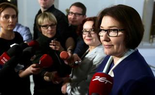 Mazurek: Prezes PiS czeka na decyzję, czy w środę dojdzie do spotkania z premier May