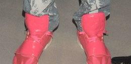 Różowe buty. Czyje?