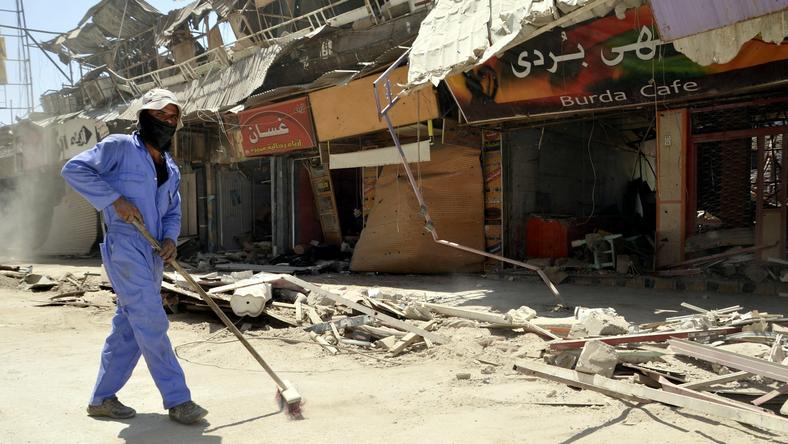 Uchodźcy wracają do zniszczonego walkami miasta