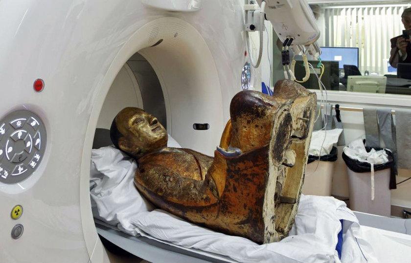 Buddyjski mistrz Liuquan w posągu Buddy