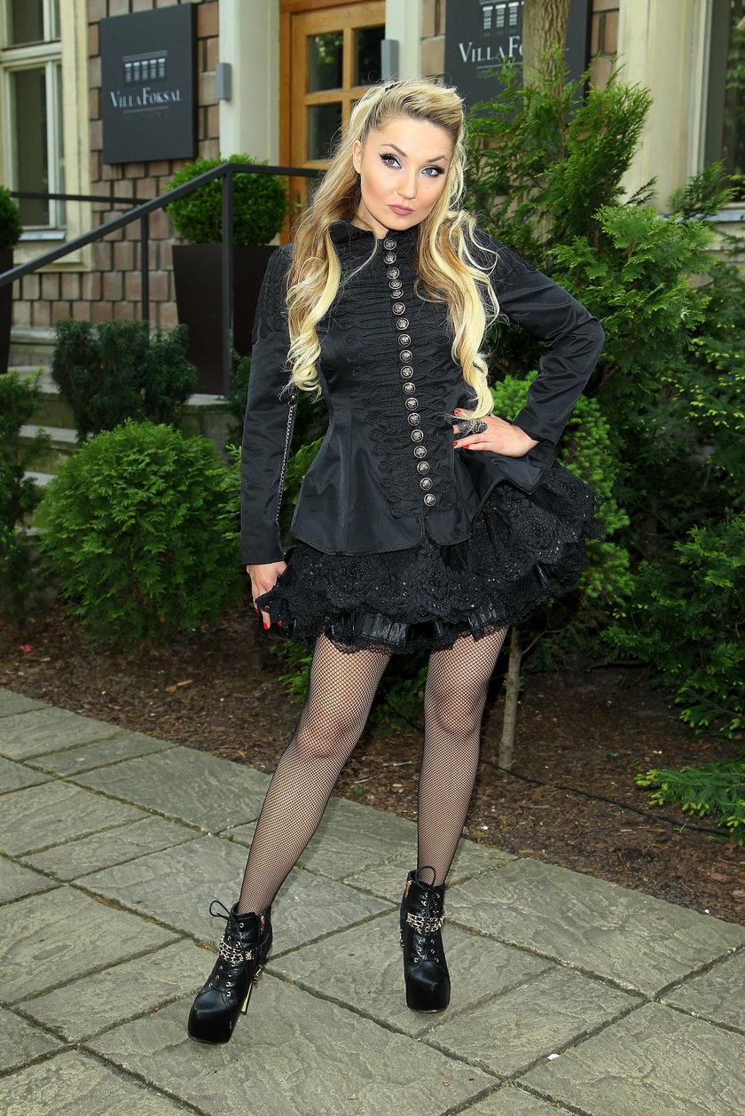Cleo w gotyckim stroju na konferencji Festiwalu Polsatu