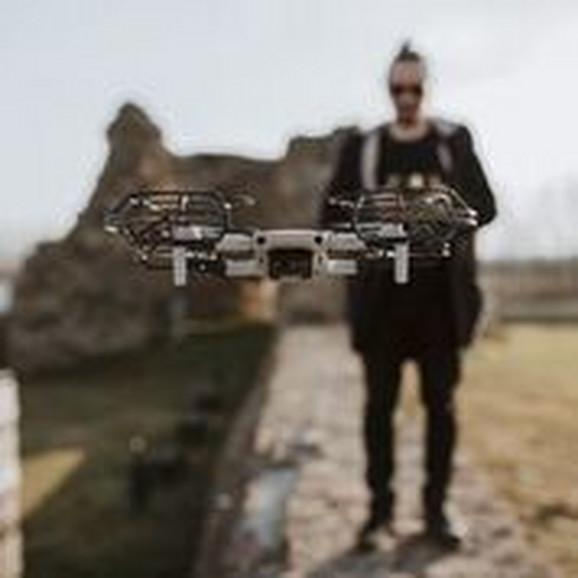 Siniša tokom podizanja drona