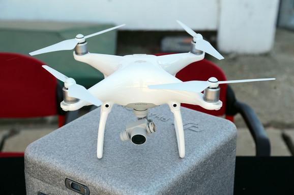 Dron snima iz vazduha i šalje precizne podatke