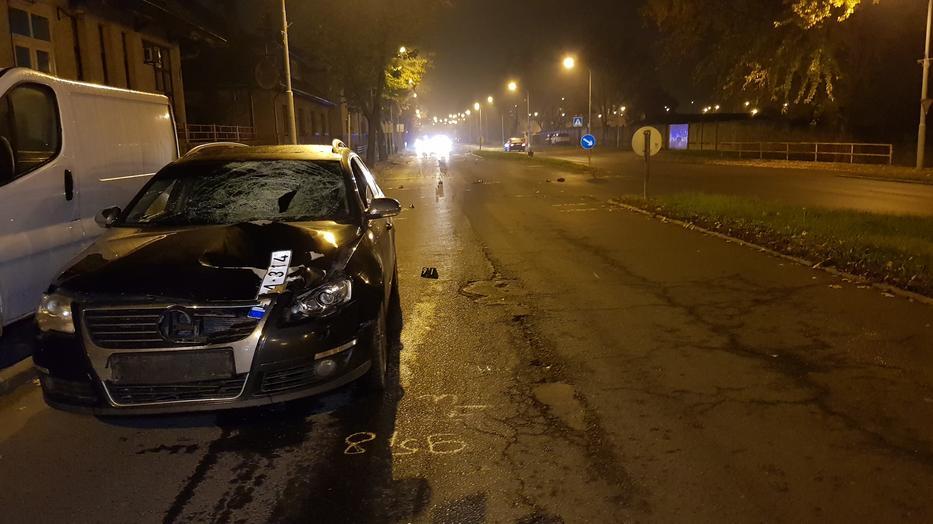 A Passat kombi iszonyú erővel találta el Pétert a zebrán, a férfi ötven métert repült, az autó rommá tört /Fotó: AgriaTV.hu