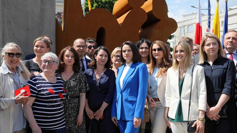 W odsłonięciu pomnika Solidarności w Warszawie brała udział Swiatłana Cichanouska