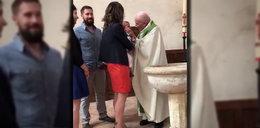 Ksiądz uderzył dziecko podczas chrztu, żeby nie płakało