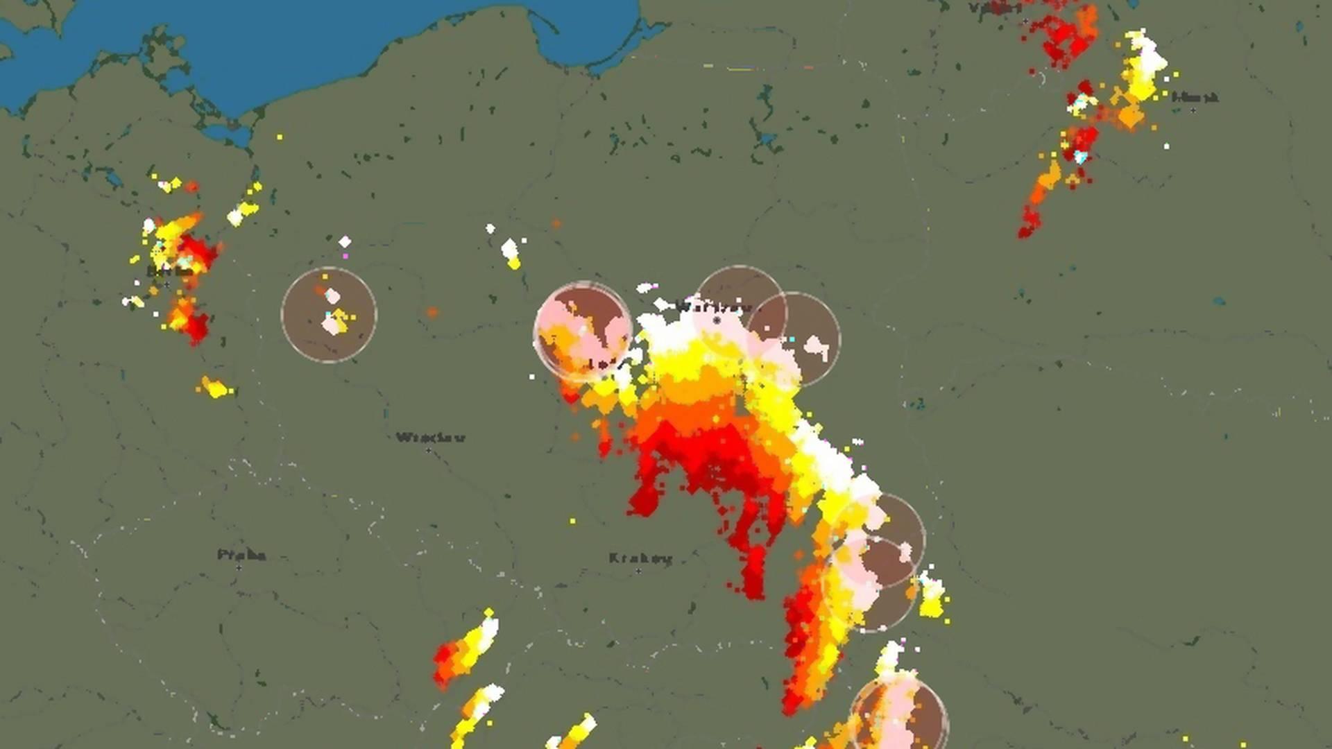 Gdzie jest burza? Blitzortung to mapa, która pokazuje ...