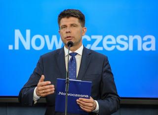Petru: Chcemy otrzymać pisemną wersję raportu dot. rządów PO-PSL