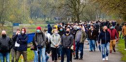 Tłumy w Parku Śląskim. Szczepionki przeciw COVID-19 rozeszły się w kilka godzin.
