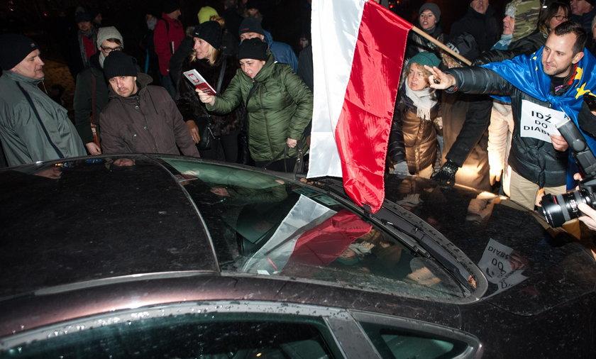 Krakowianie nie chcą polityków na Wawelu. Jest petycja