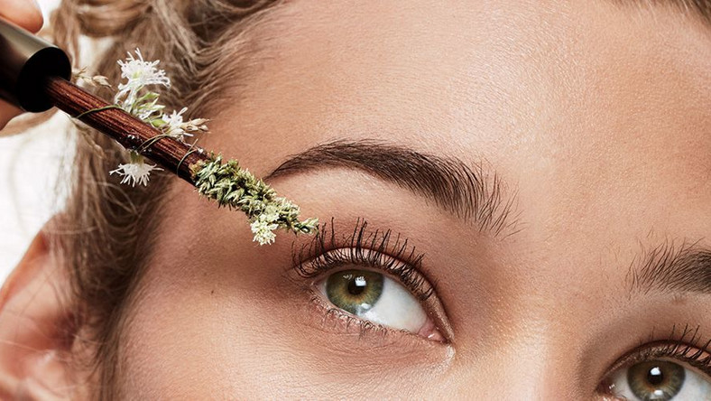 a10913f34c2 6 Natural Mascaras That Will Make Your Lashes Look Ah-Freaking ...