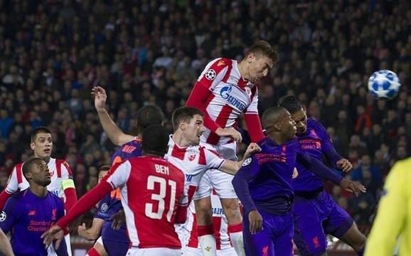 Milan Pavkov nadskaće Van Dajka na meču Lige šampiona