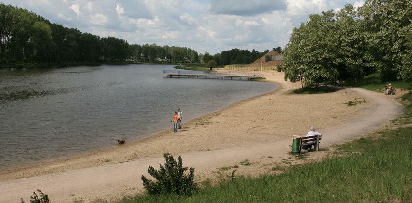 Dramat w Kielcach. Zauważyli cało kobiety dryfujące w zalewie