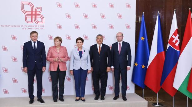 Beata Szydło, kanclerz Niemiec Angela Merkel, premier Słowacji Robert Fico, premier Czech Bohuslav Sobotka i premier Węgier Viktor Orban