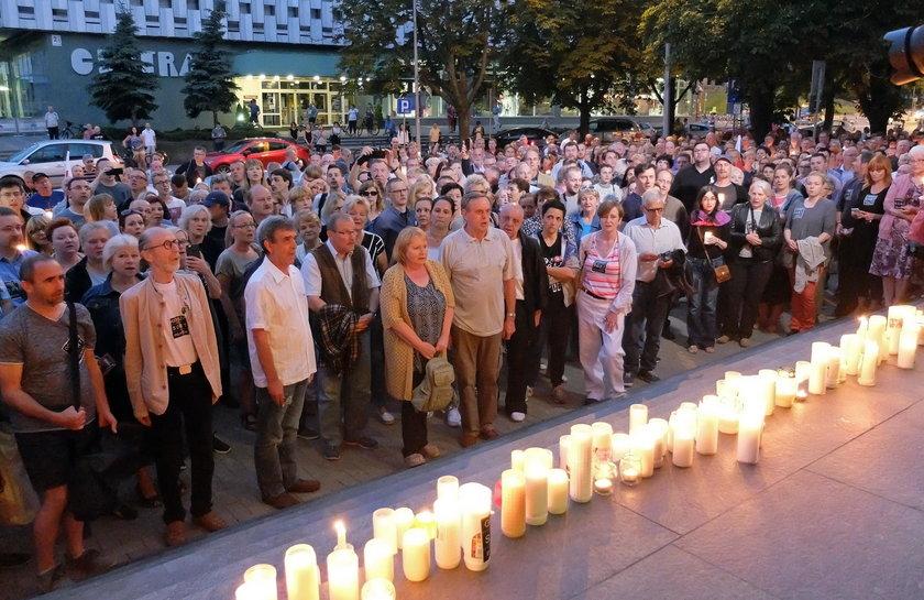 Manifestacja przed Sadem Okregowym w Katowicach przeciwko reformie sadownictwa