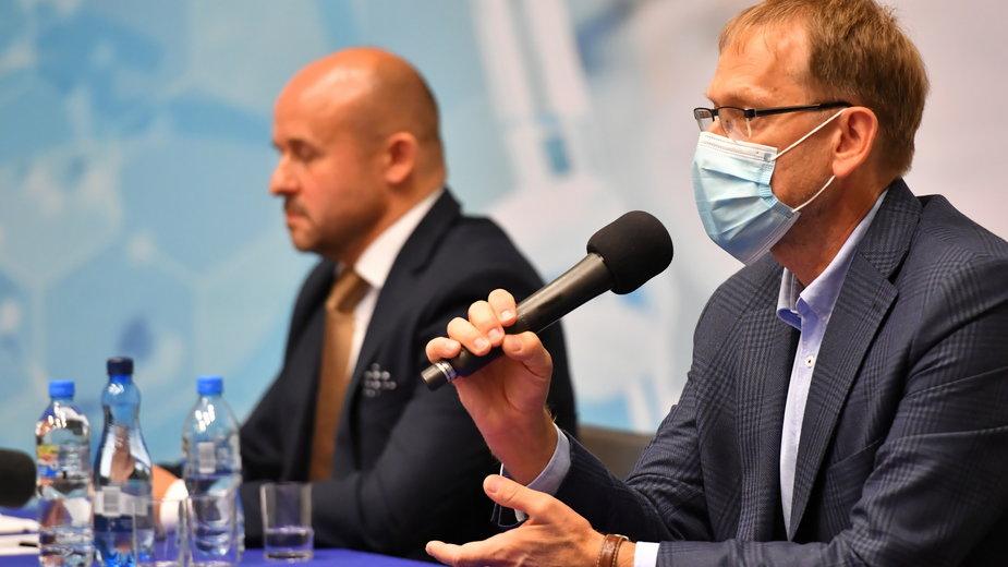 Prof. dr hab. n. med. Krzysztof Tomasiewicz z Katedry i Kliniki Chorób Zakaźnych Uniwersytetu Medycznego w Lublinie