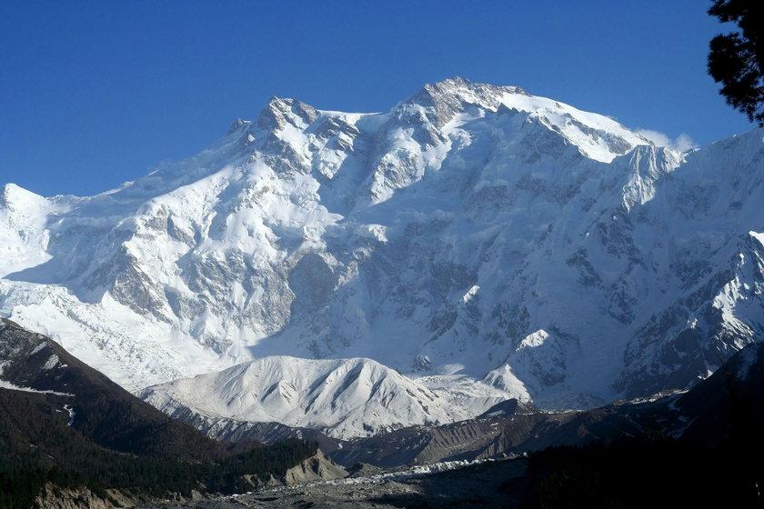 Historia Nanga Parbat to wiele tajemniczych i tragicznych zdarzeń. Na tej górze zginęło kilkudziesięciu himalaistów