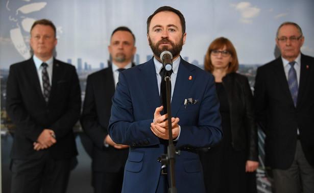 Olszewski poinformował po spotkaniu, że podczas rozmowy u wojewody apelował o przełożenie czwartkowych konsultacji z samorządowcami