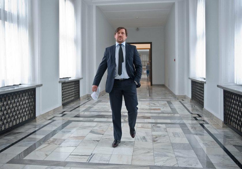 Agent Tomek tłumaczy się z tajemniczego spotkania w prokuraturze