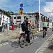 Ako bi poštovali ovaj znak, biciklisti bi morali da ŠETAJU PORED BICIKLA. Evo u kom slučaju mogu da plate 3.000 dinara zbog BRZE VOŽNJE