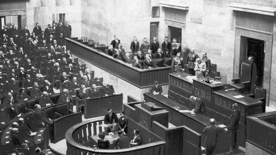 Otwarcie sesji sejmowej przez Józefa Piłsudskiego w Warszawie