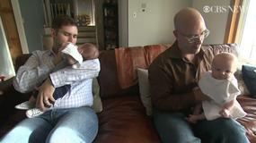 Parze gejów urodziły się trojaczki. Mają geny obu ojców