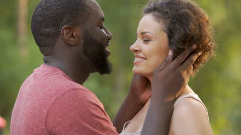 5 ways to make your girlfriend miss you like crazy - Pulse Nigeria