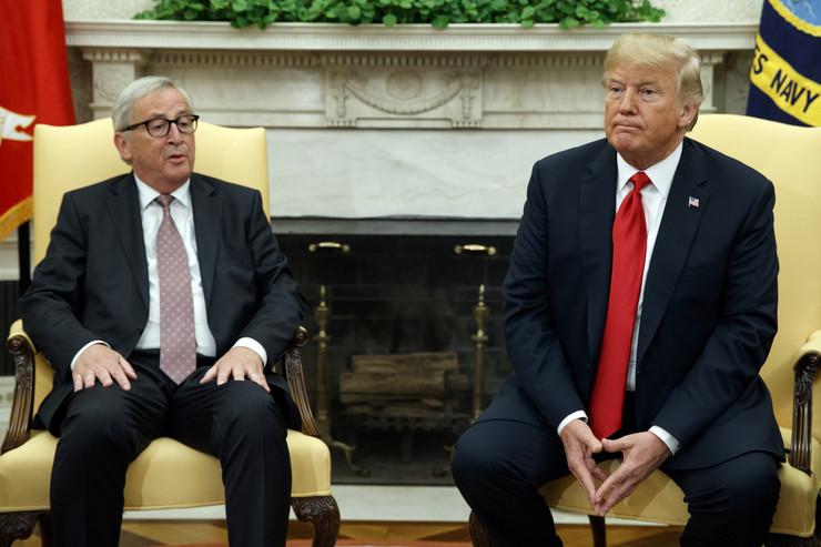 Donald Tramp i Žan - Klod Junker foto ap