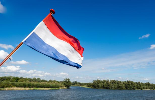 Od tego czasu Niderlandami rządzi zdymisjonowany gabinet Ruttego.