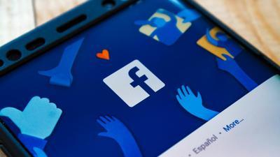 Facebook szykuje nowy produkt. To okulary AR Ray-Bana