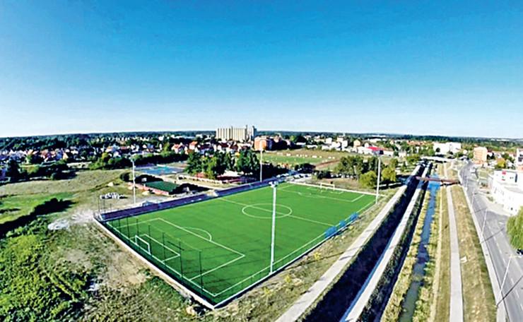 Na otvaranju ovog sportskog terena video-porukom Ubljanima će se obratiti lično i Žoze Murinjo