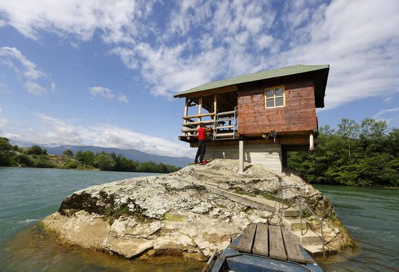 Napravljena je kao mesto za odmor plivačima iz Bajine bašte