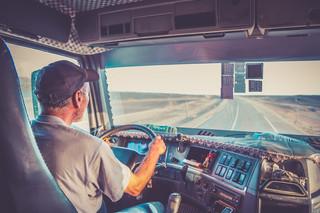 Kierowcy tirów nie będą wyłączeni z dyrektywy o pracownikach delegowanych? Woltę w PE poparła Solidarność