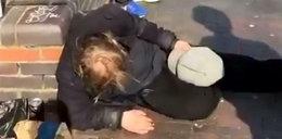 Obrzydliwe. Jak mogli zrobić coś takiego bezdomnemu?!