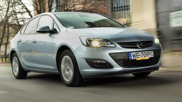 Opel Astra 1.4 Turbo LPG - nocny sedan zasilany gazem